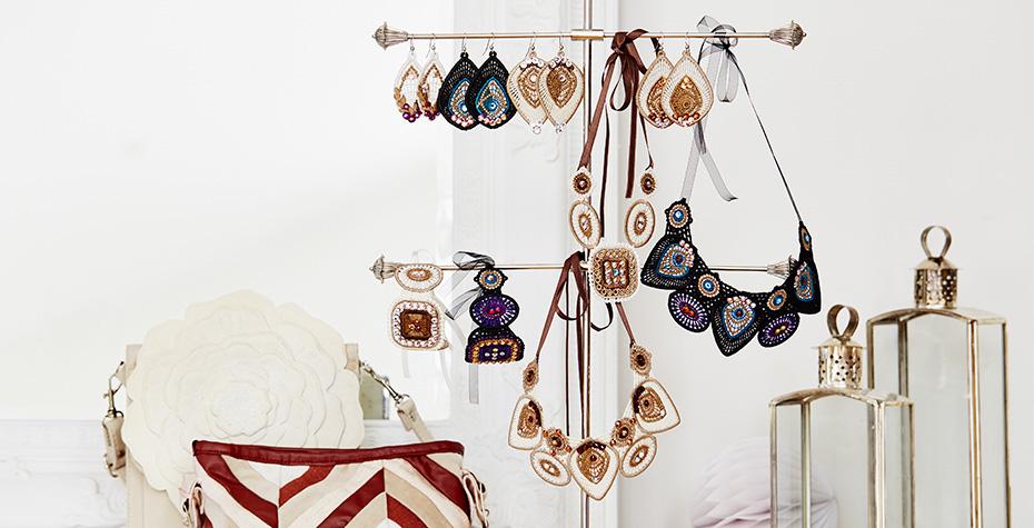 Topaz_Shine-jewelry-stand.jpg