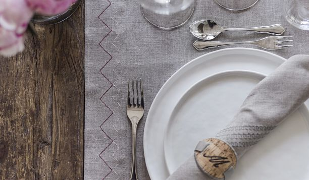DE2_TableSetting_612x357.jpg